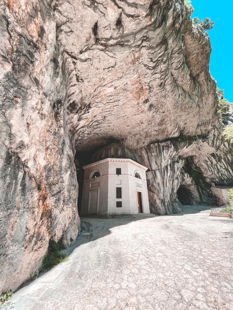 Tempio di Valadier Genga